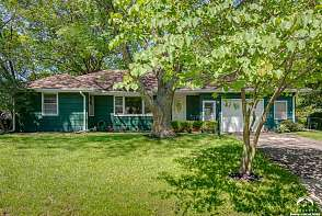 917 Hilltop Drive Lawrence, KS listing photo #2