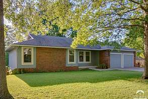 1205 Oxford Terrace Lawrence, KS listing photo #1