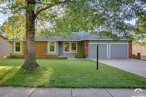 1205 Oxford Terrace Lawrence, KS listing photo #2