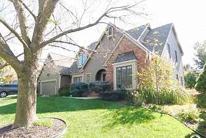 1008 Oak Tree Drive Lawrence, KS listing photo #2