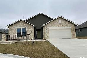 4004 Sweetclover St Lawrence, KS listing photo #2