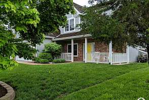 1820 Sweetwater Court Lawrence, KS listing photo #2