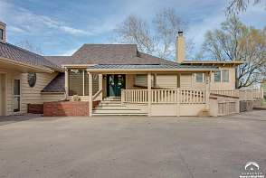 2100 Greenbrier Drive Lawrence, KS listing photo #2