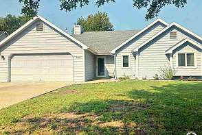 405 Sharon Court Lawrence, KS listing photo #1