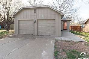 3711 W 24th Ter Lawrence, KS listing photo #2