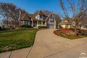 5208 Fox Chase Drive Lawrence, KS listing photo #7