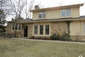 1501 Alvamar Drive Lawrence, KS listing photo #2