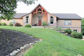 2909 NE Kansa Trl Topeka, KS listing photo #1