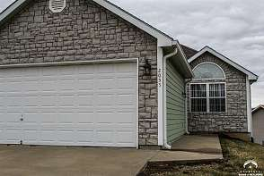 2055 Country View Ct Tonganoxie, KS listing photo #1