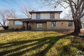 2002 Camelback Drive Lawrence, KS listing photo #1