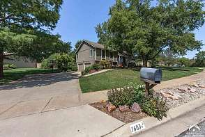 1603 Cypress Point Dr Lawrence, KS listing photo #3