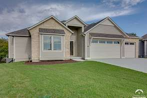 5224 Cedar Grove Way Lawrence, KS listing photo #2