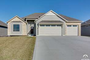 5216 Cedar Grove Way Lawrence, KS listing photo #2
