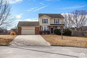 213 Campbell Ct Lawrence, KS listing photo #2