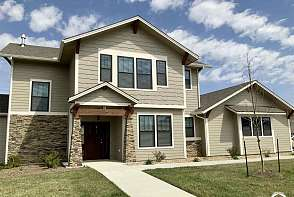 325 Shannon Court Lawrence, KS listing photo #1