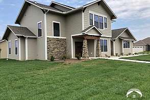325 Shannon Court Lawrence, KS listing photo #2