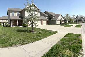 2518 Carlton Drive Lawrence, KS listing photo #2
