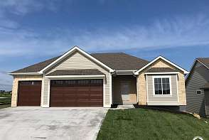 325 Loges Court Lawrence, KS listing photo #1