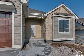 325 Loges Court Lawrence, KS listing photo #3