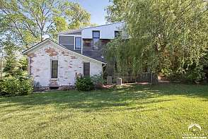 933 Delaware Street Lawrence, KS listing photo #2