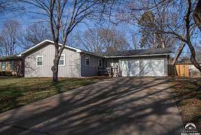 1834 W 27th Ter Lawrence, KS listing photo #2