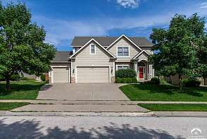 908 Stonecreek Dr Lawrence, KS listing photo #1