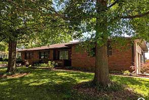 2202 Westchester Rd Lawrence, KS listing photo #1