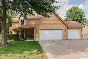 500 Lonetree Drive Lawrence, KS listing photo #3