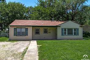 801 Crestline Dr Lawrence, KS listing photo #3