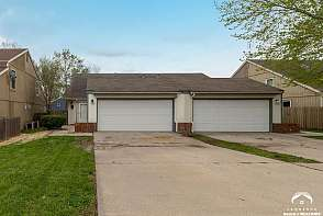 1207 E 25th Ter Lawrence, KS listing photo #2