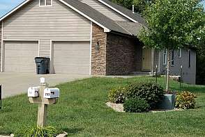 125 Silverleaf Baldwin City, KS listing photo #1