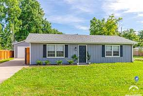455 Perry St Lawrence, KS listing photo #1