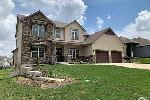 414 Freemont Drive Lawrence, KS listing photo #1