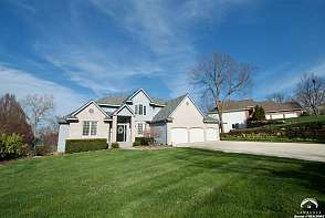 520 Canyon Dr Lawrence, KS listing photo #2