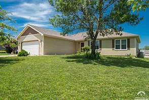709 N Michigan Cir. Lawrence, KS listing photo #2