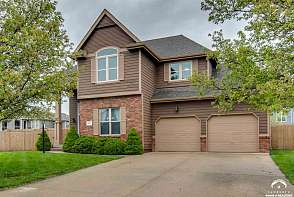 5200 Stonecreek Court Lawrence, KS listing photo #2