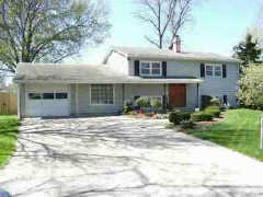 2107 Maple Ln, Lawrence, KS 66046